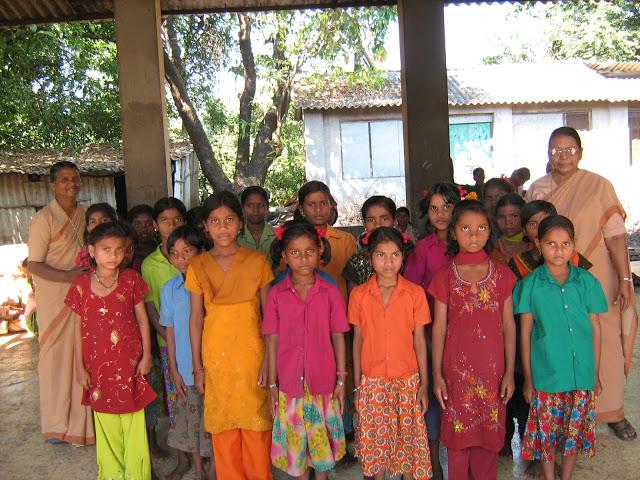 India, un convitto per mandare a scuola bambine e ragazze di Laripani