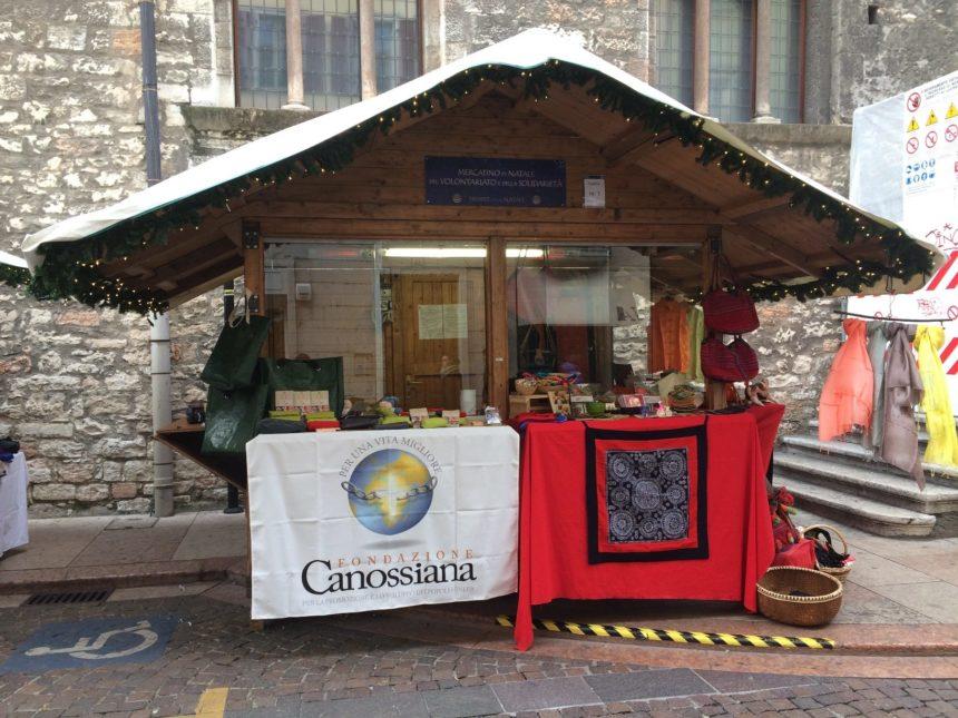 A Trento, al mercatino di Natale del volontariato e della solidarietà