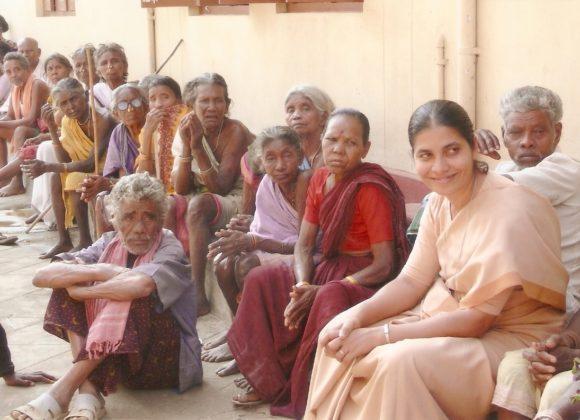 Cibo e medicine per i nonni poveri dell'Andra Pradesh